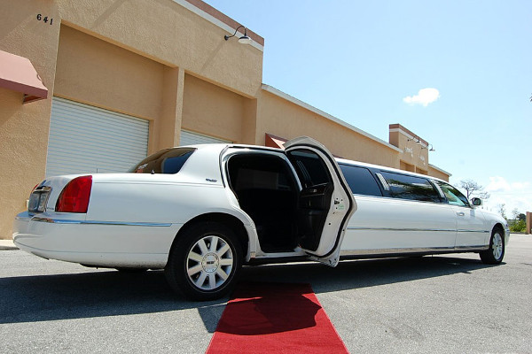 8 Person Lincoln Stretch Limo Santa Ana